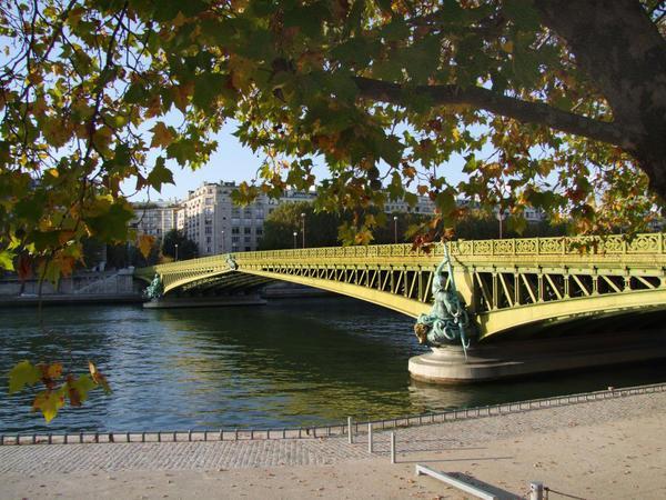 le-pont-mirabeau-paris